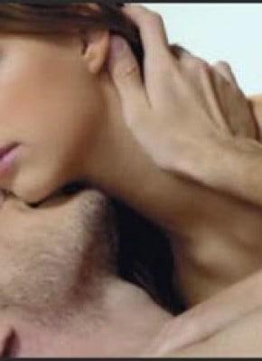 daerah sensitif wanita area leher kuping